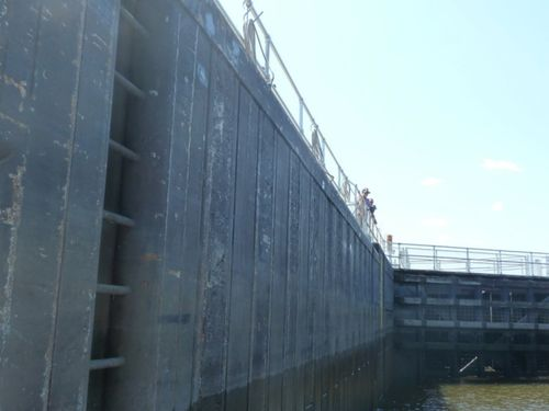 VIEWERS FROM   TOP OF LOCK