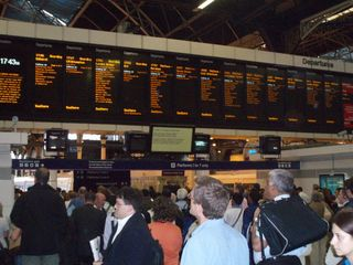 LONDON BRIDGE STATION TRAVEL BOARD2