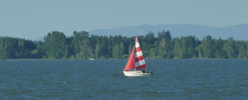 Red sailboat2