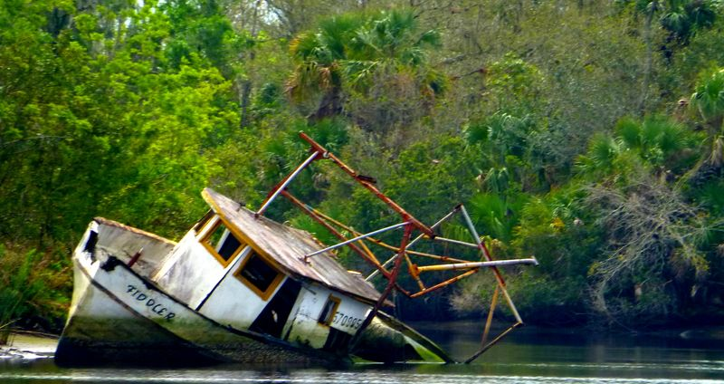 Wrecked boat2-001