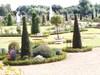Formal_garden_fountain