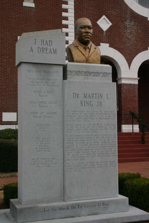 Mlk_i_had_a_dream_monument_0670